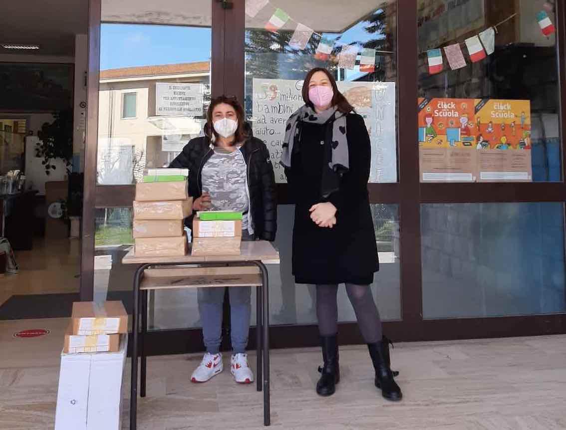 Il materiale donato alla Scuola